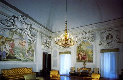 The living room on the piano nobile inside the villa