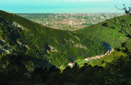 The municipality of Seravezza in a single glance, from mountains to the sea