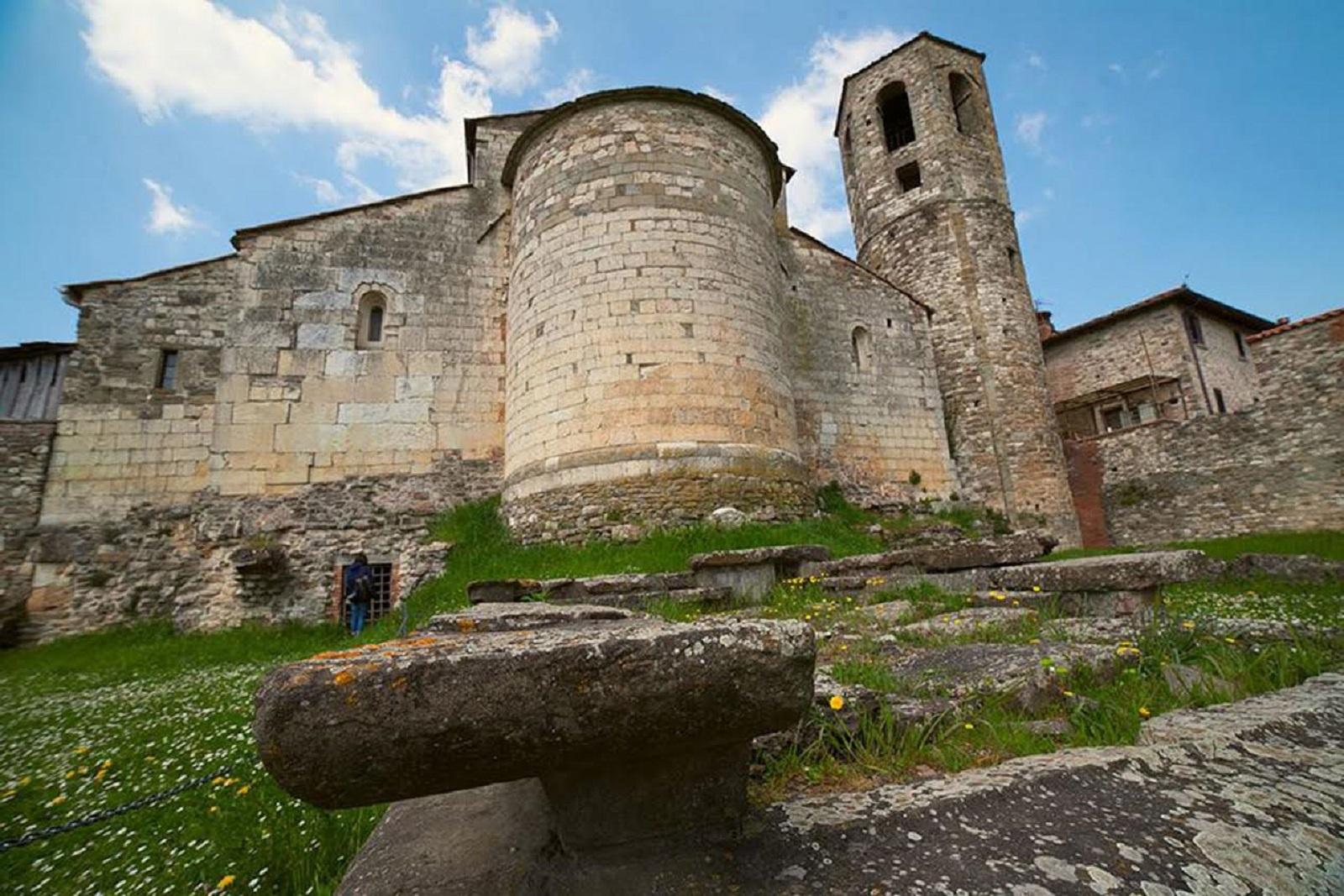 ara etrusca abside pieve a socana