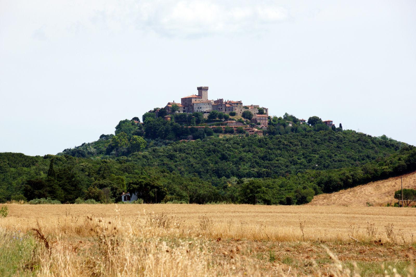Capalbio - Il castello smembrato dalle orde del mare
