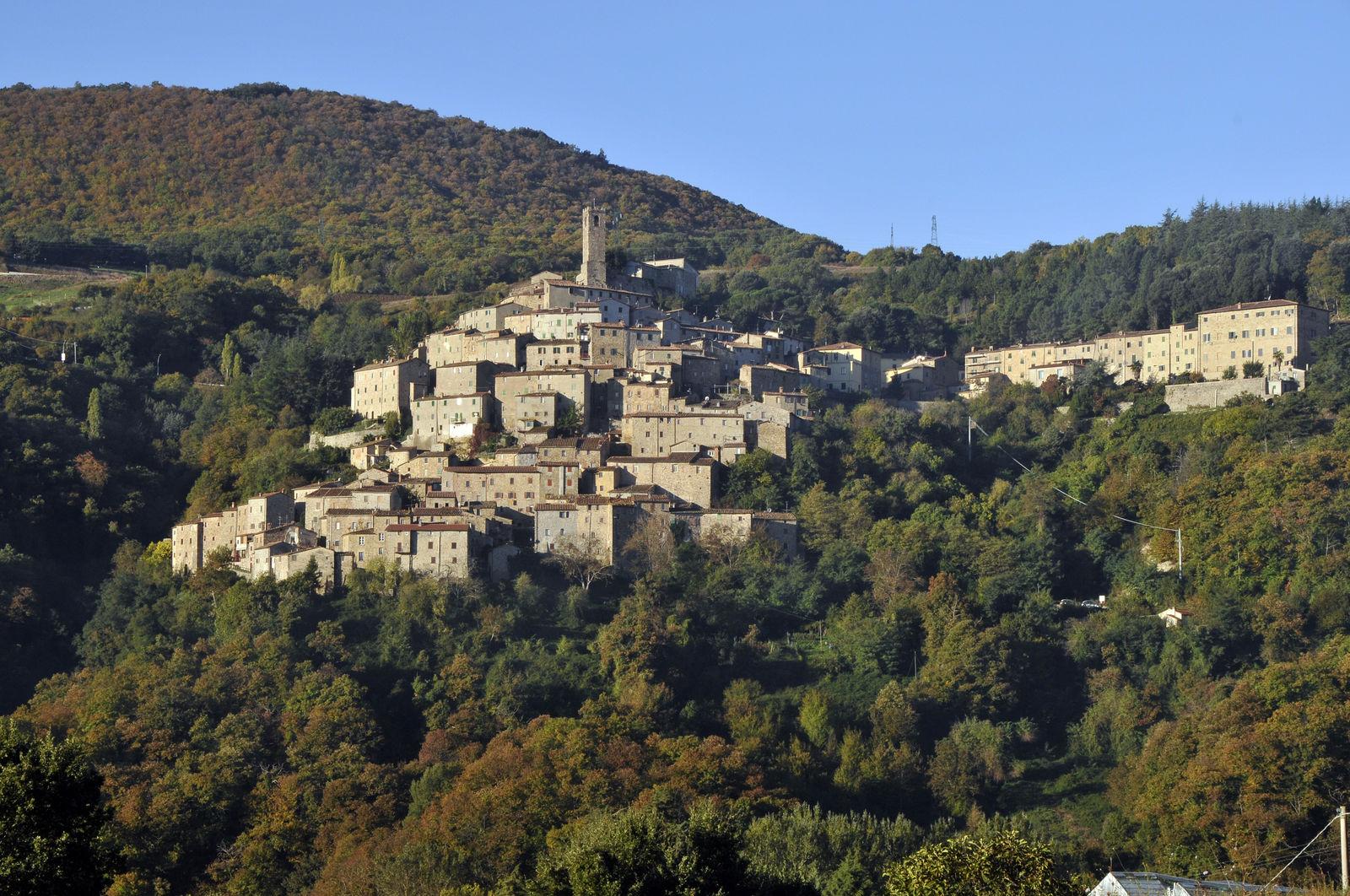 Castelnuovo di Val di Cecina - Un borgo fra le nuvole - Toscana Ovunque Bella