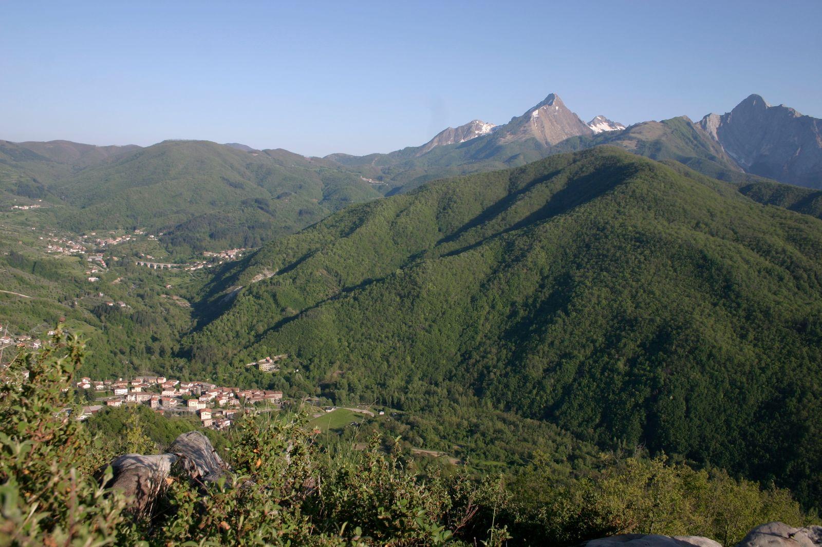 Casola in Lunigiana - Il borgo che apre alle Alpi Apuane