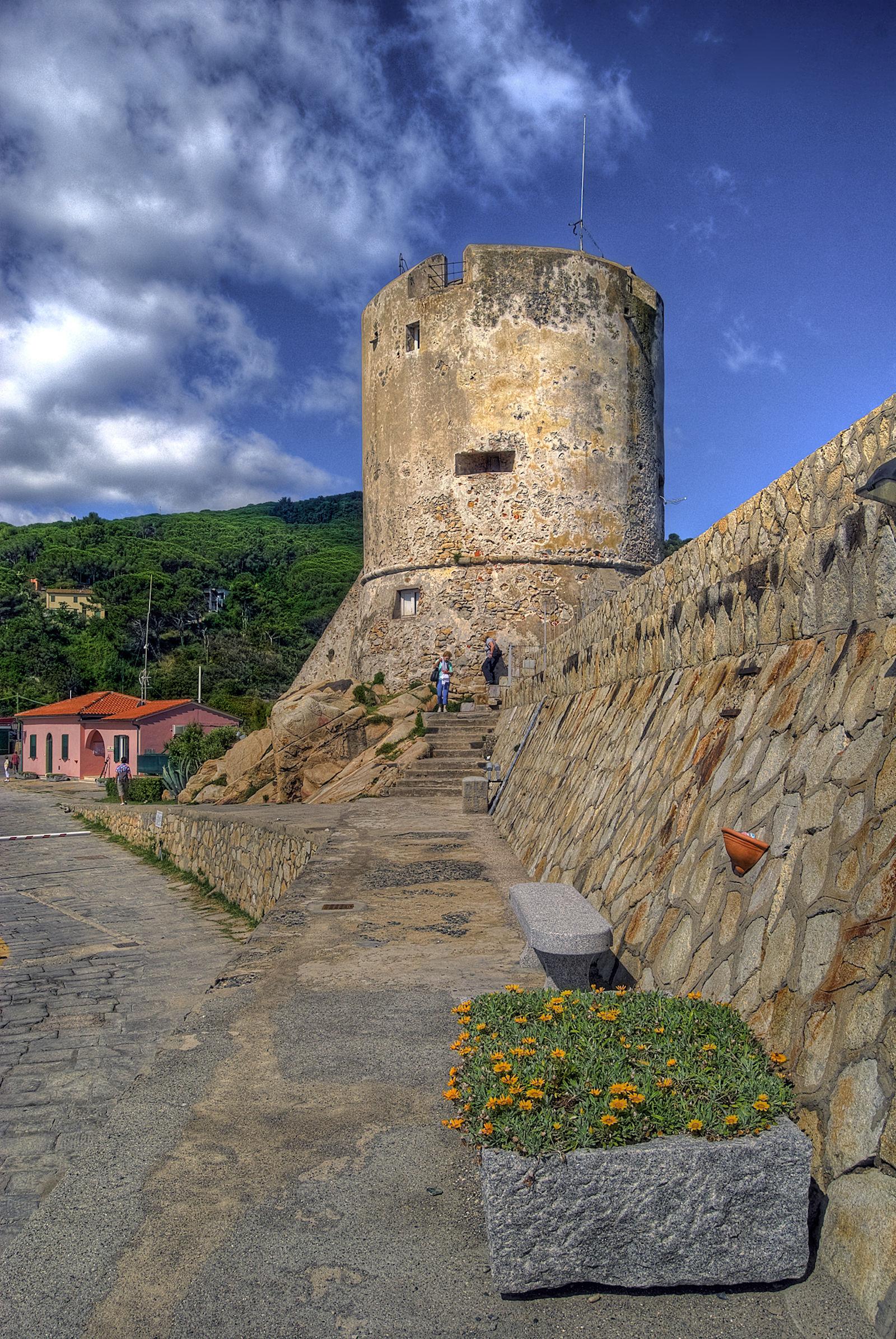 Marciana Marina - La bellezza del lungomare... da torre a torre